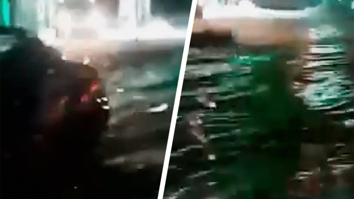 Уровень воды— выше фар: в Самаре затопило улицу Алма-Атинскую