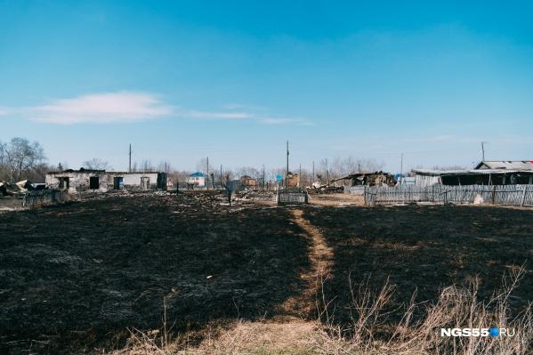 В селе Любинского района буквально за несколько часов выгорело пять домов
