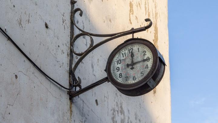 «Временем играют в угоду амбициям и выборам»: продюсер высказался о неутихающих спорах про часовой пояс в Волгограде