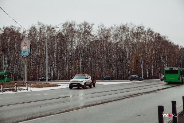 Пробки на этом участке дороги тюменцам уже привычны