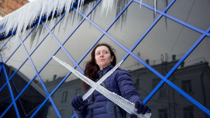 Тяжелое проклятье: каждый год на ярославцев с крыш падают глыбы льда. Подборка самых громких историй