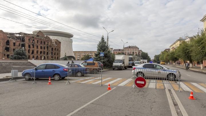 В центре Волгограда начали съемки сериала для Netflix. Улица Советская перекрыта