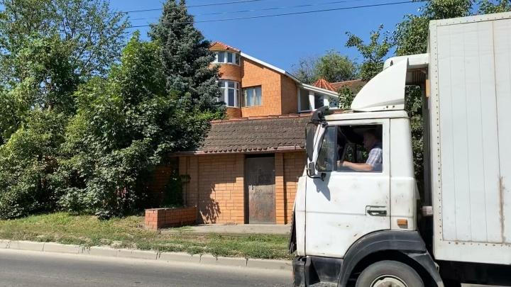 «Не жалко заплатить вам больше». Логвиненко отправил в суды ростовчан, чьи дома снесут ради дороги