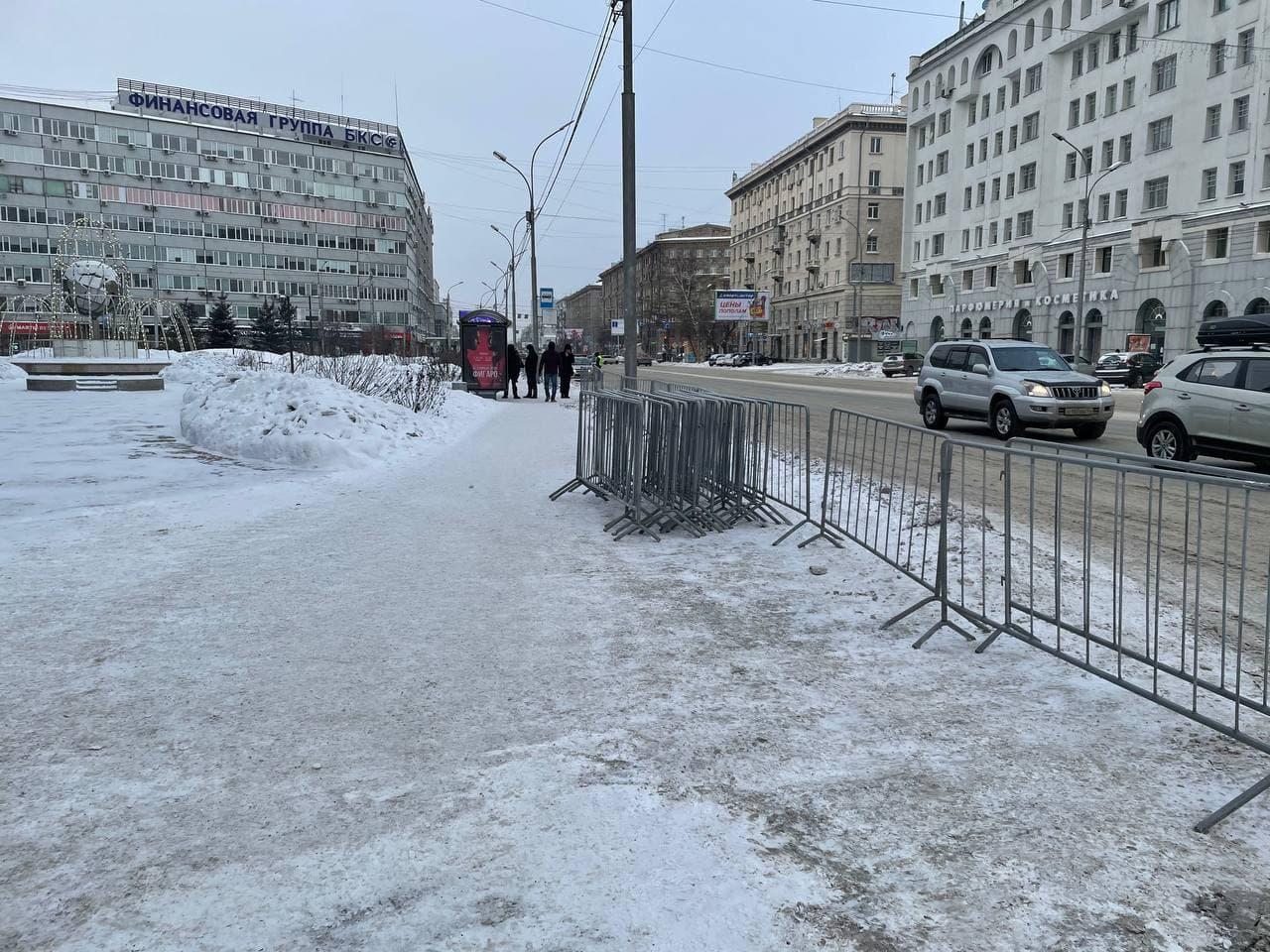 А это сквер на Орджоникидзе. Его готовятся огородить