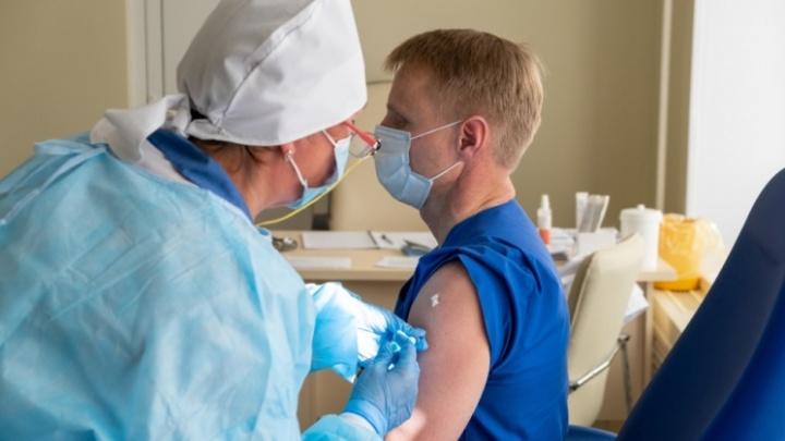 От ковида вакцинировался, а от столбняка? Разбираемся с врачом, о каких важных прививках мы обычно забываем
