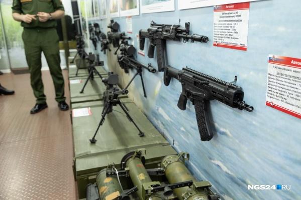 На мероприятии можно было посмотреть образцы оружия