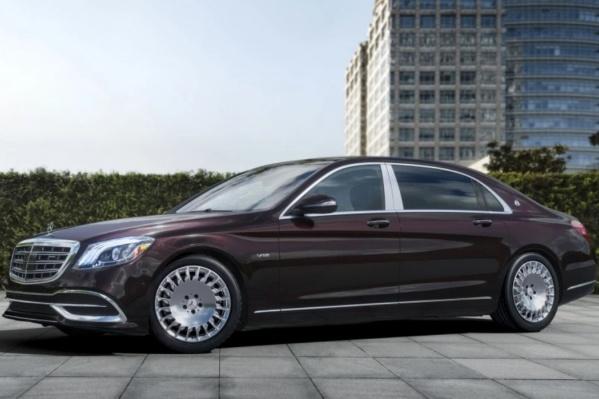 Такой Mercedes-Maybach S-Класс попал в аварию в Сочи