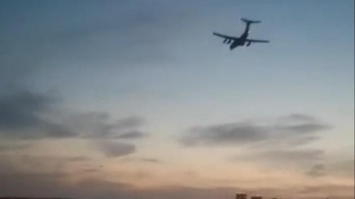 «Смерть ушам»: в Екатеринбурге вновь заметили низколетящий грузовой Ил-76