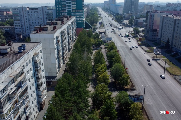 Если взглянуть на Комсомольский проспект сверху, то видно, что для новых общественных пространств места достаточно