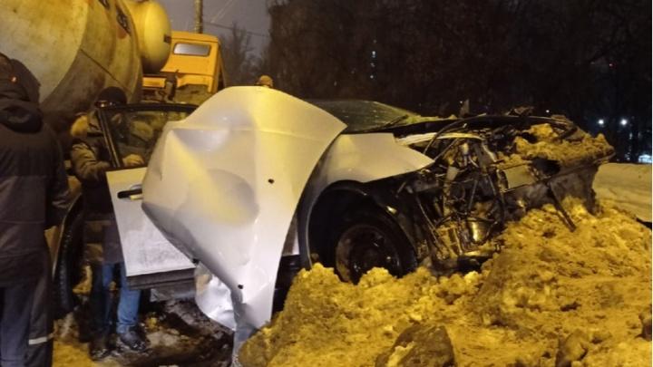 «Остался металлолом»: на проспекте Кирова цементовоз влетел в Citroen