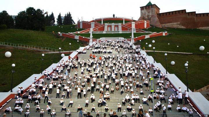 800 хористов спели на Чкаловской лестнице. Смотрим видео их выступления