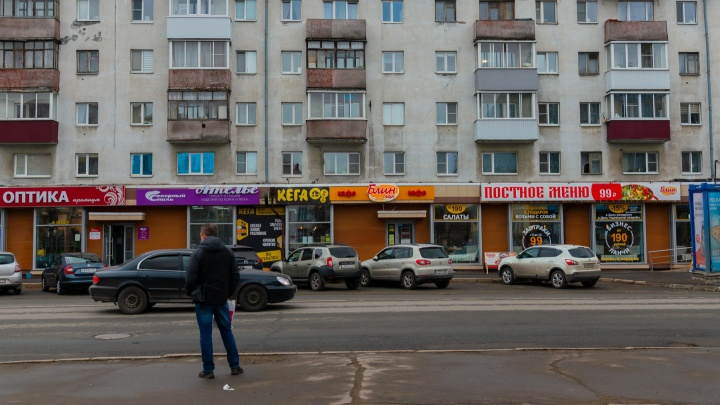 Канализация заплыла жиром? Жильцы дома в центре Архангельска жалуются на кафе с первого этажа