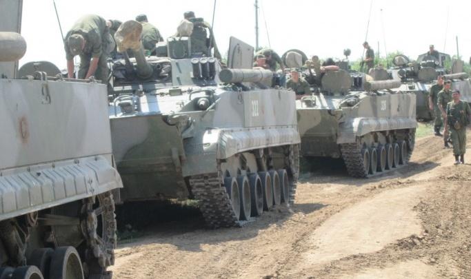 «Уничтожили больше ста гектаров пашни»: волгоградский фермер нашел виновных в проезде танков по распаханным полям