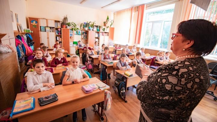 Оклады педагогов в Ростовской области вырастут на 50%. Когда это случится?