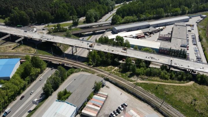Блюхеровский мост, из-за которого весь город стоит в пробках, могут открыть раньше срока