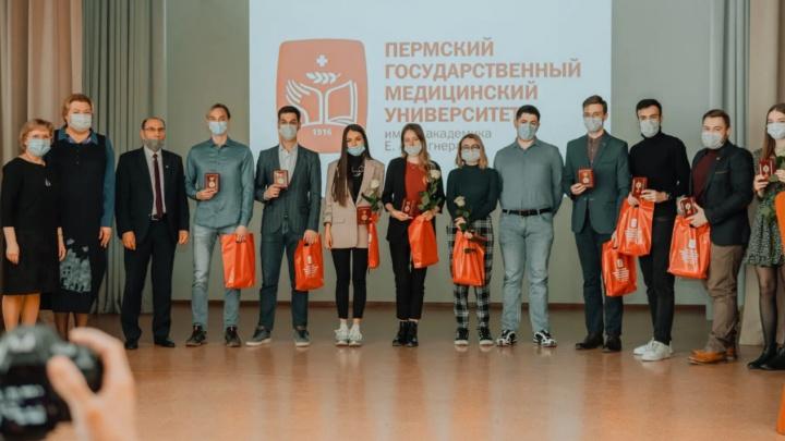 «Вручали только членам профсоюза»: студент Пермского медуниверситета отказался от медали за борьбу с коронавирусом