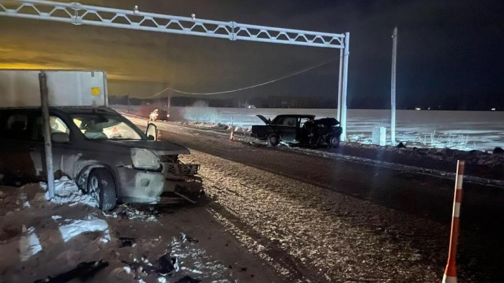 За рулем всего месяц: водитель «Жигулей» устроил аварию под Тюменью, выехав на встречку