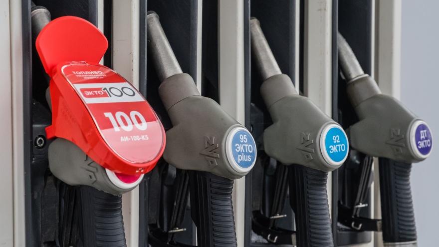 Росстат назвал города, в которых больше всего подорожал бензин. Это Пермь, Омск и Нижний Новгород