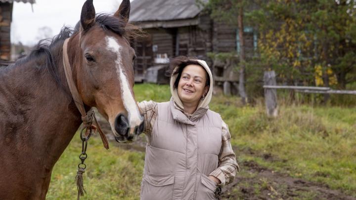 «Сама с трудом в это верю»: топ-менеджер бросила работу в Москве, полюбив деревенского плотника