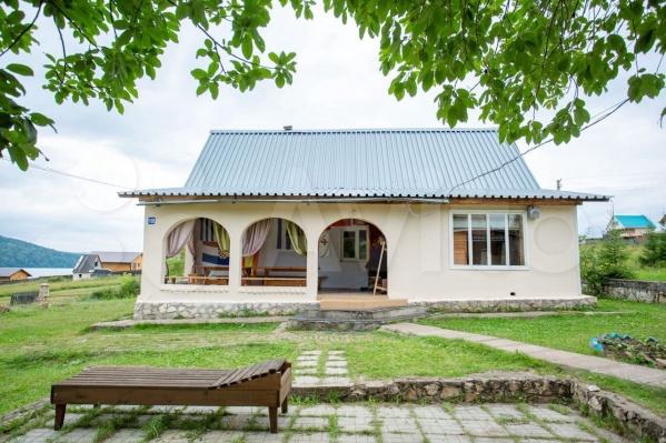 Двухэтажный домик на Павловском водохранилище