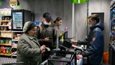 «Получается, нас обманывают?» На избирательных участках в Екатеринбурге закончились подарки для пенсионеров