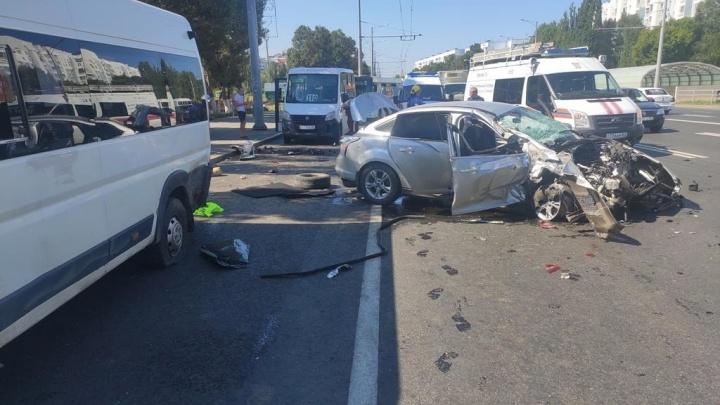 Отбросило на остановку: полицейские рассказали подробности массовой аварии на Московском шоссе
