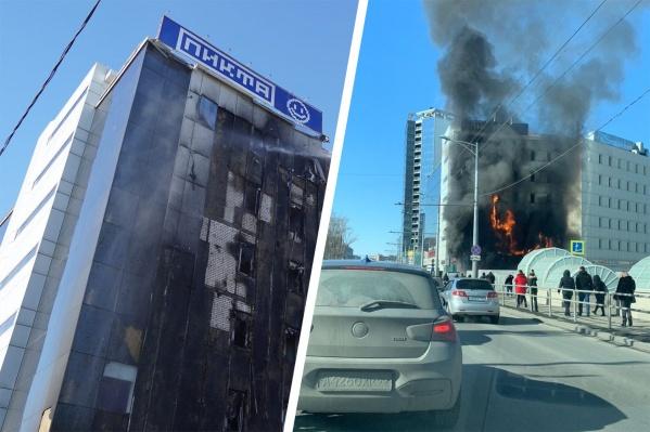 Сгорели фасад здания и мебель внутри