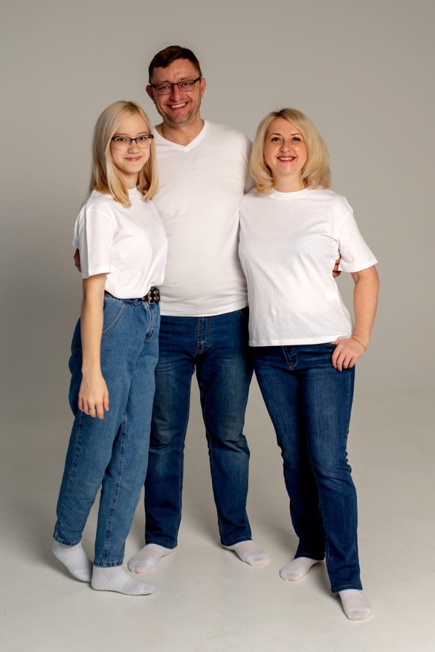 Оля с родителями
