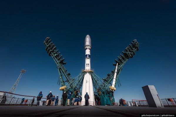Установка ракеты на стартовом столе