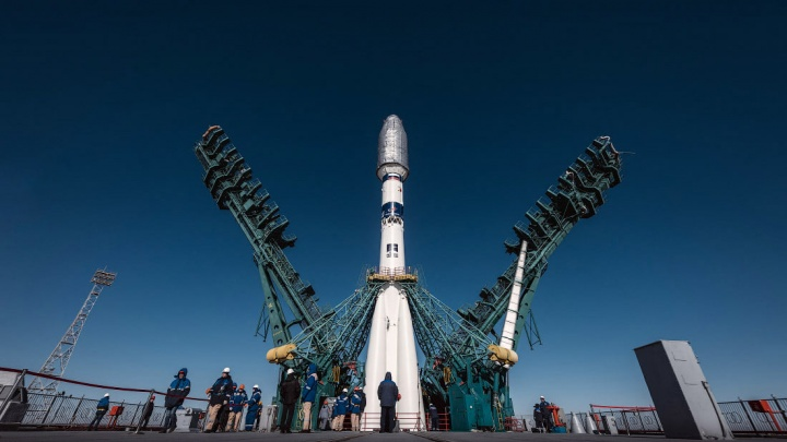 Фотограф из Новосибирска сфотографировал установку ракеты-носителя на Байконуре — 5 кадров вблизи