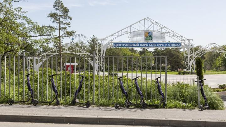 Мэрия Волгограда потребовала снести электросамокаты у ЦПКО