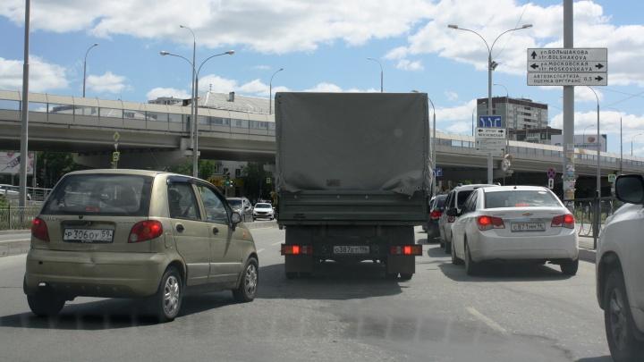 Возле «Фан-Фана» изменили правила проезда сложного перекрестка: схема