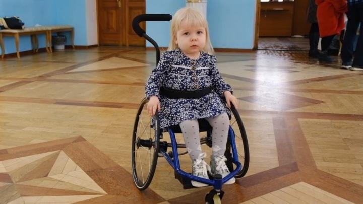Маленькая челябинка с редким заболеванием впервые вышла в свет