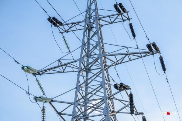 Электричество в дома было поставлено, а платить за него УК не спешила