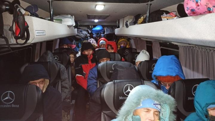 Почти все разъехались: рассказываем, как провели ночь туристы из Екатеринбурга, застрявшие на трассе