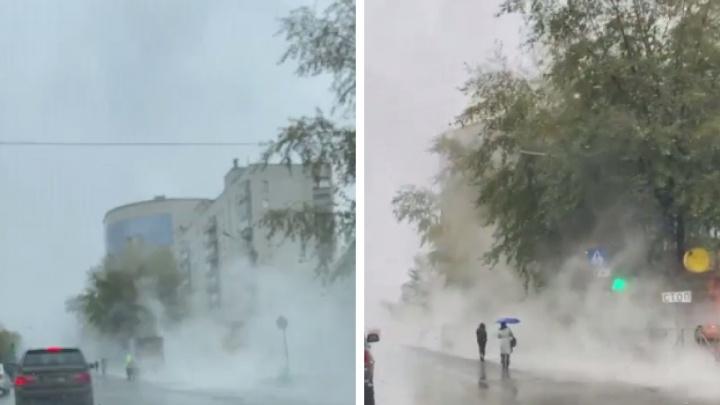 Улицу Титова заволокло паром и затопило — видео с дорогой из «Сайлент Хилла»