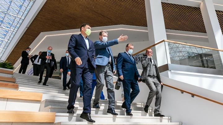 Олигарх Козицын показал губернатору свой гигантский торговый центр в Екатеринбурге