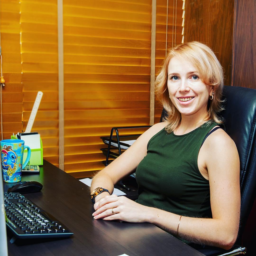 В Таиланде Полина устроилась на работу финансовым менеджером