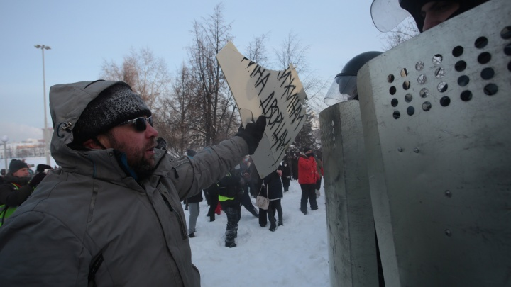 Свердловская полиция усилила режим и предупредила об ответственности за участие в протестах