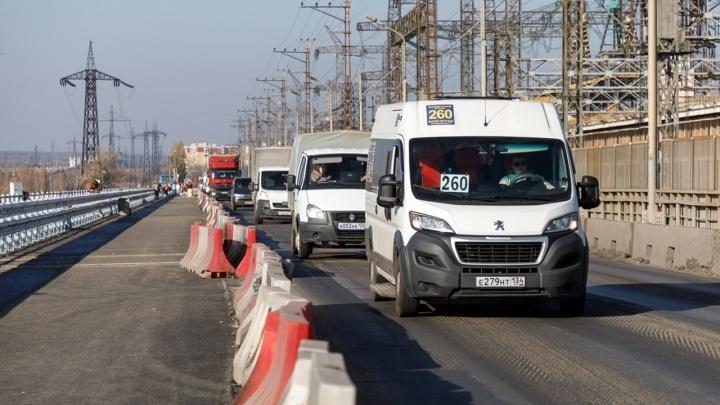 ГЭС встала в мертвую пробку: сообщение между Волгоградом и Волжским пытаются спасти реверсивным движением