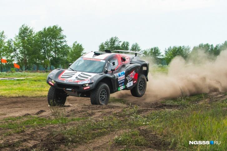Участники соревнований тестировали свои машины на предмет неисправностей