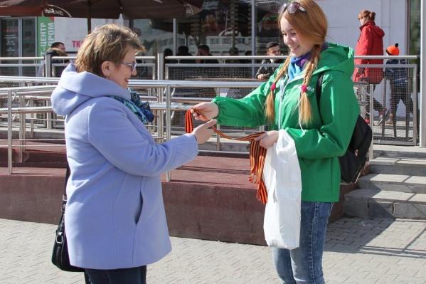 Волонтеры будут раздавать ленточки на центральных улицах города
