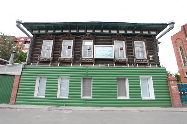 Металлический сайдинг заметно изменил облик здания