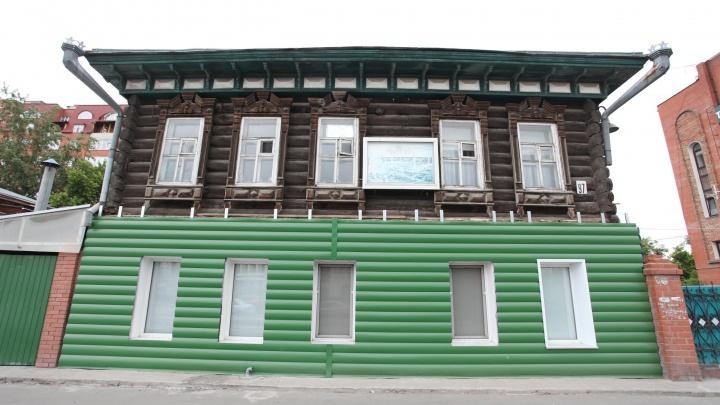 Бывший дом купца, а ныне мечеть и объект культурного наследия обшили зеленым сайдингом