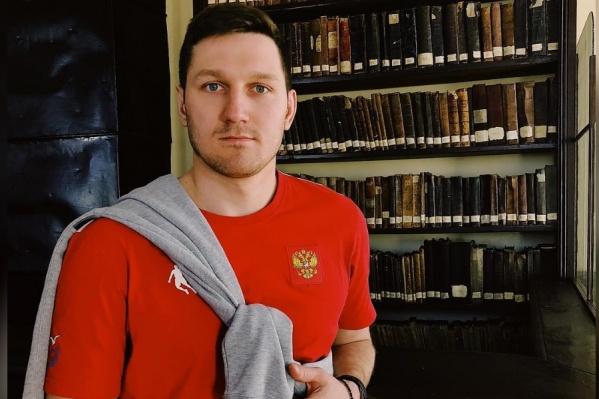 В 2019 году спортсмен победил на выборах в горсовет Красноярска