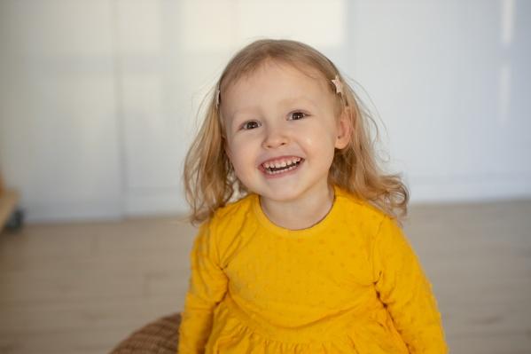 Соне Поповой из Перми три года. Несмотря на все сложности, она очень жизнерадостный ребенок