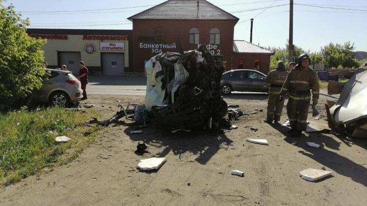 Водитель микроавтобуса устроил в Копейске смертельное ДТП с тремя машинами