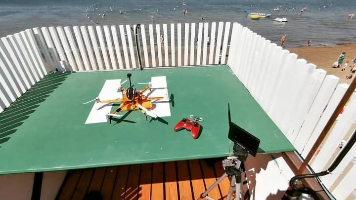 В Анапе дрон прогнал продавца чурчхелы с пляжа, предупредив туристов о несвежих продуктах. Что?!