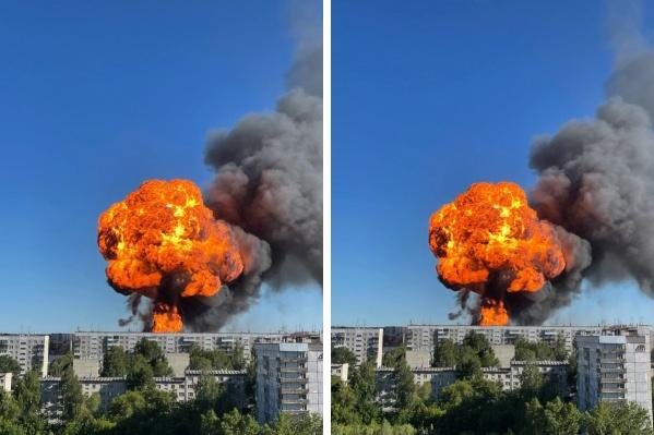 Взрывы видно даже из других районов