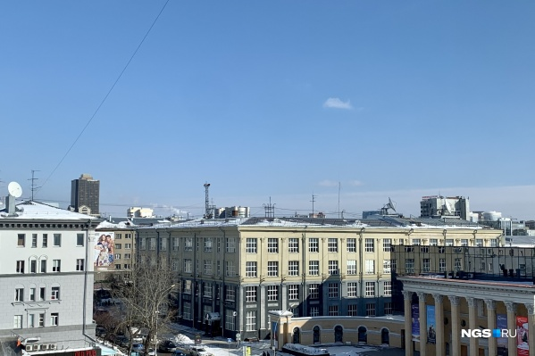Весеннее небо Новосибирска. Чем не повод порадоваться в этот тяжелый рабочий понедельник?